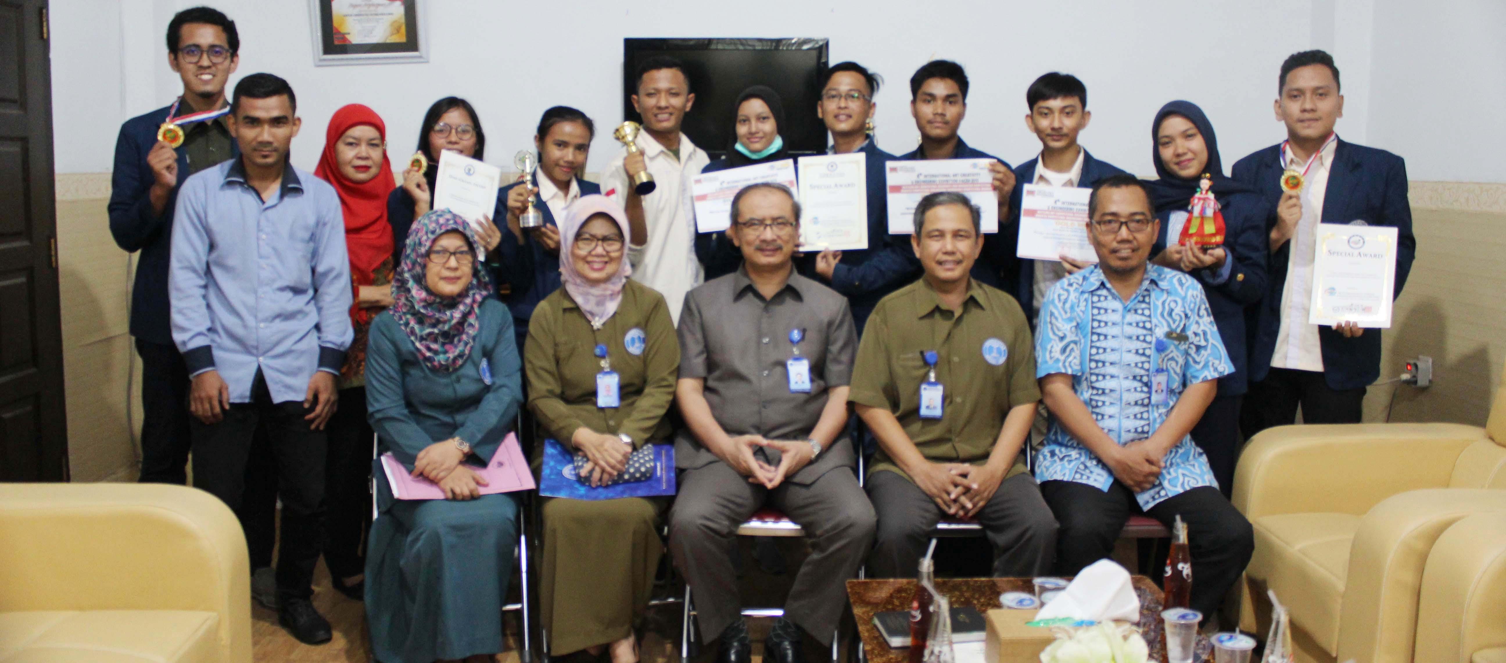 foto-bersama-mahasiswa-berprestasi-uma-ajang-4th-i-aceh-2019.JPG