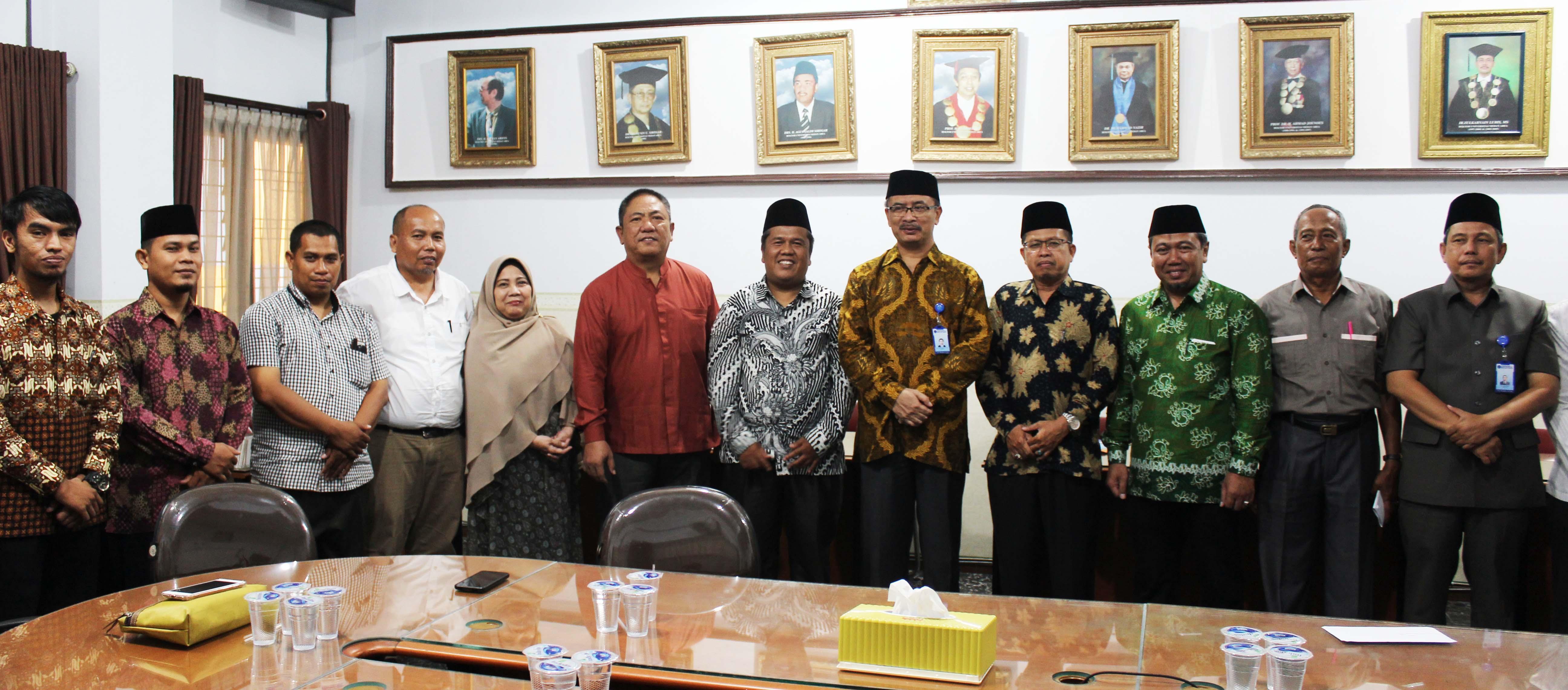foto-bersama-pelantikan-ketua-bkm-mesjid-taqwa-uma1.JPG