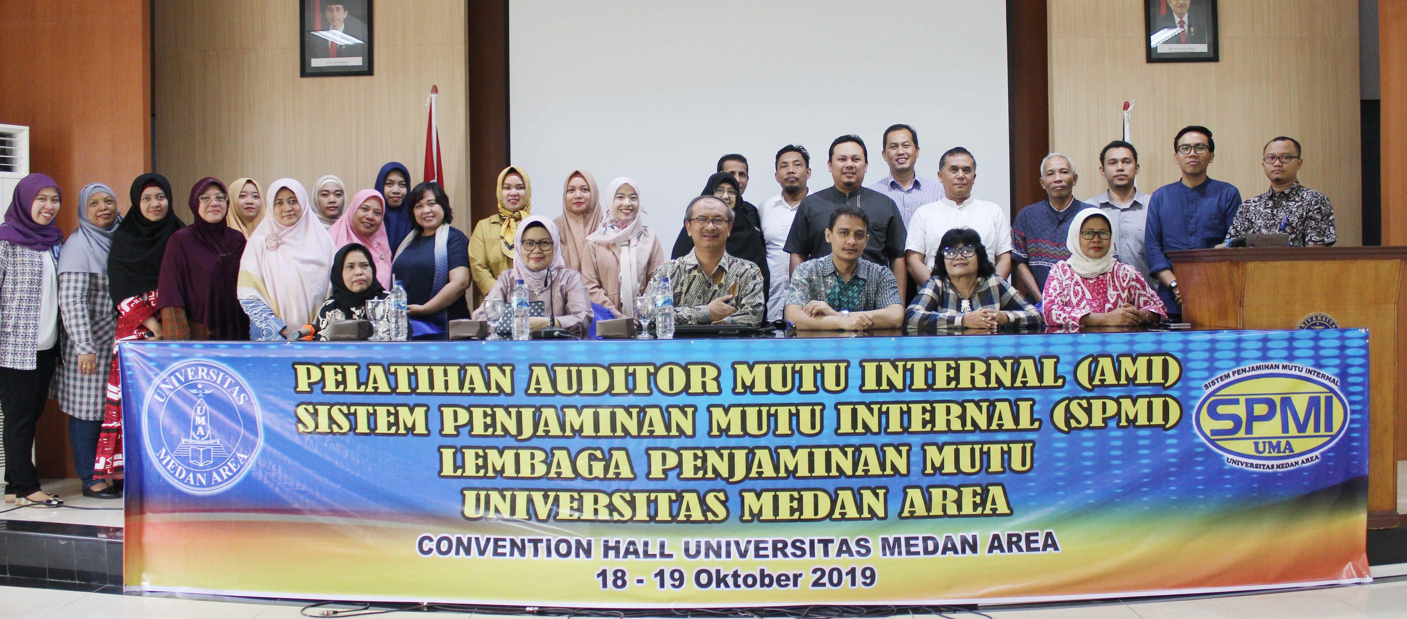 foto-bersama-pelatihan-auditor-mutu-internal-uma.JPG