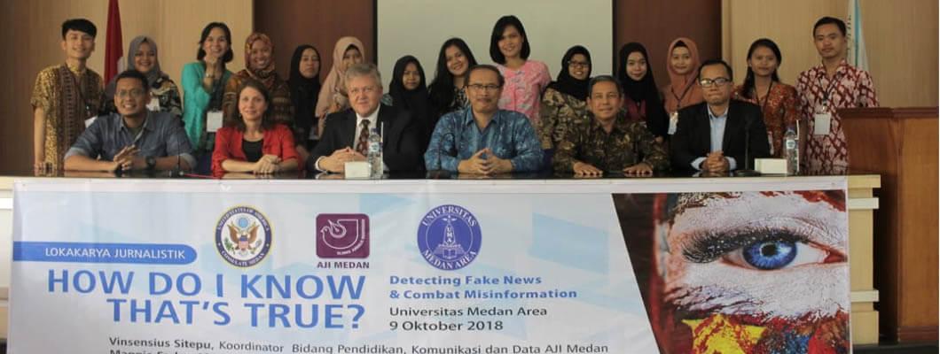 Seminar Internasional  Detecting Fake NEWS dan Combat Misinformasion