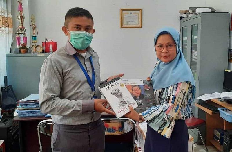 uma-penerima-150-buku-dari-bank-indonesia.jpg
